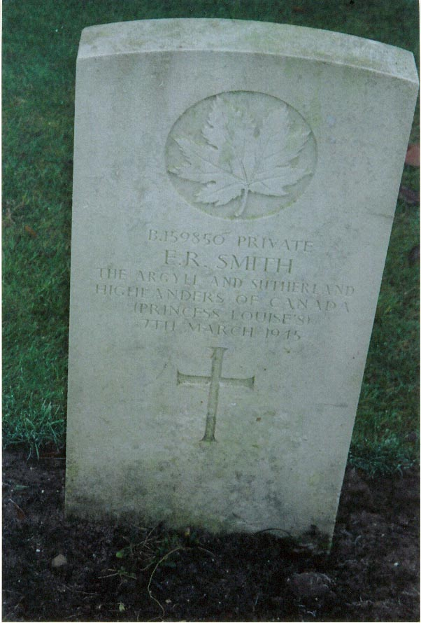 Gravestone Pte. E.R. Smith, Groesbeek Canadian War Cemetery