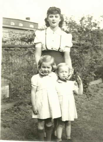 Sister Dorothy Woodward with nieces 1942