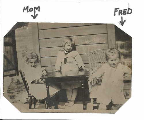 Young Fred Woodward Jr with his sisters